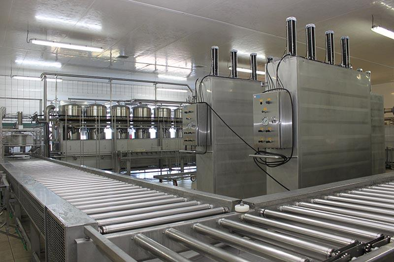 L'atelier de fabrication de la fromagerie Monnin à Chantrans dans le Doubs